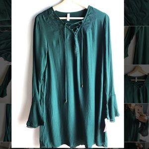 Green bell sleeved mid length dress